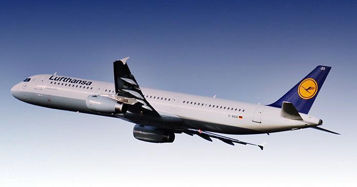 Lufthansa-Flugzeug in der Luft