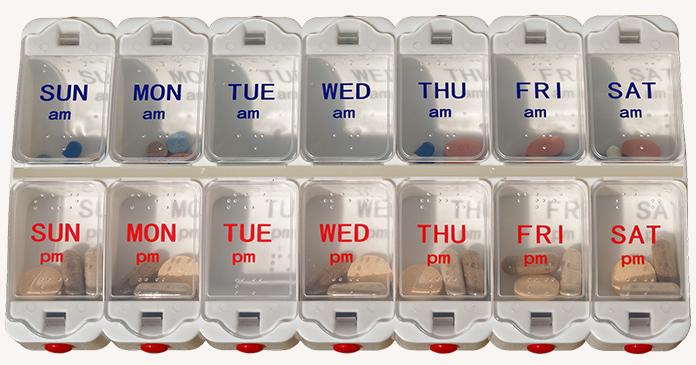 Medikamentendosierer in blau und rot